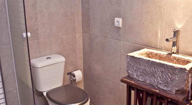 Banheiro do hostel em Lisboa House of São Bento