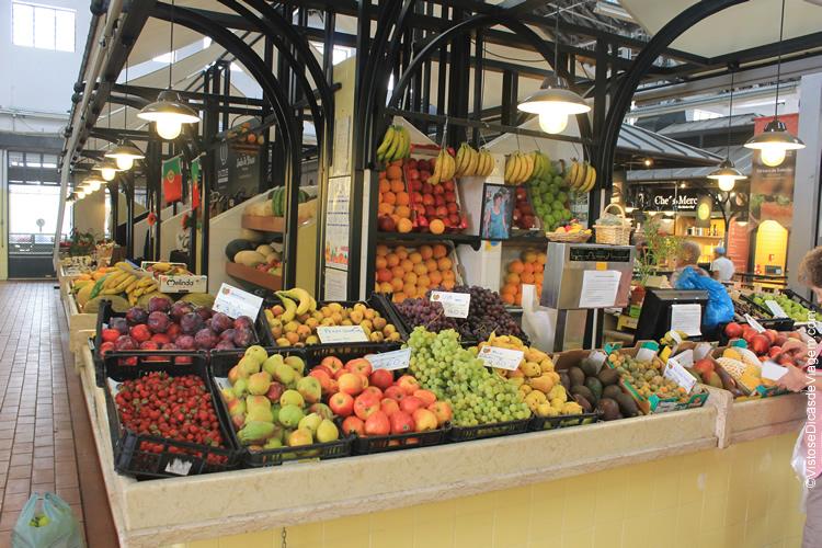 Interior do Mercado de Campo de Ourique, Lisboa, Portugal